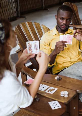 joueur de poker qui fait la poker face